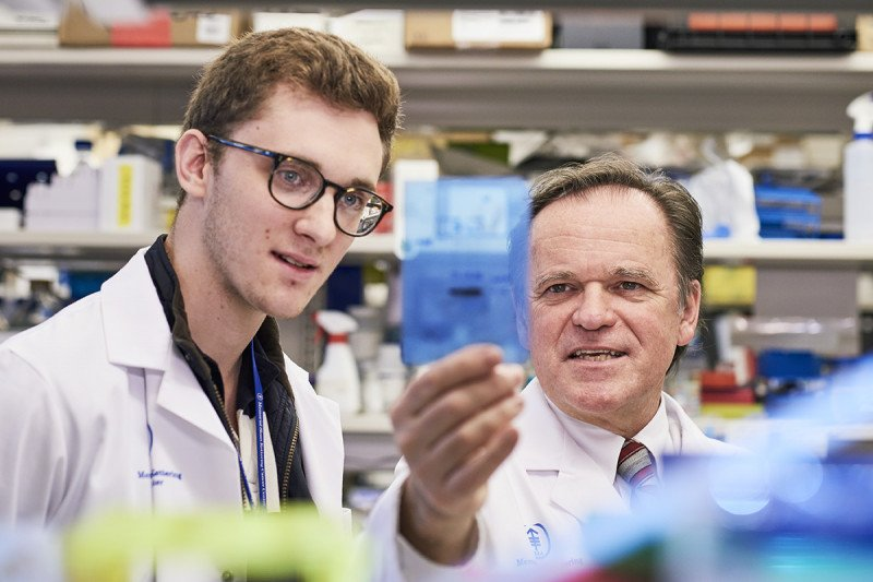 Memorial Sloan Kettering radiation oncologist Simon Powell with research technician Andrew Bell