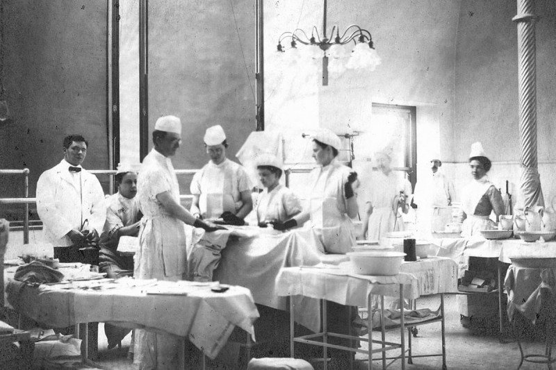Doctors and nurses in an operating room during the early 20th century.
